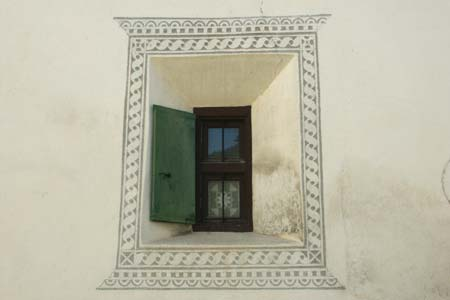 Bever - window set in decorated wall