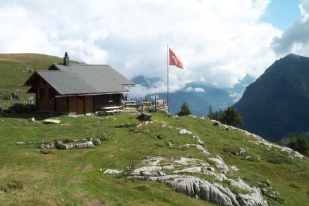Lauberhornhütte occupies a splendid position